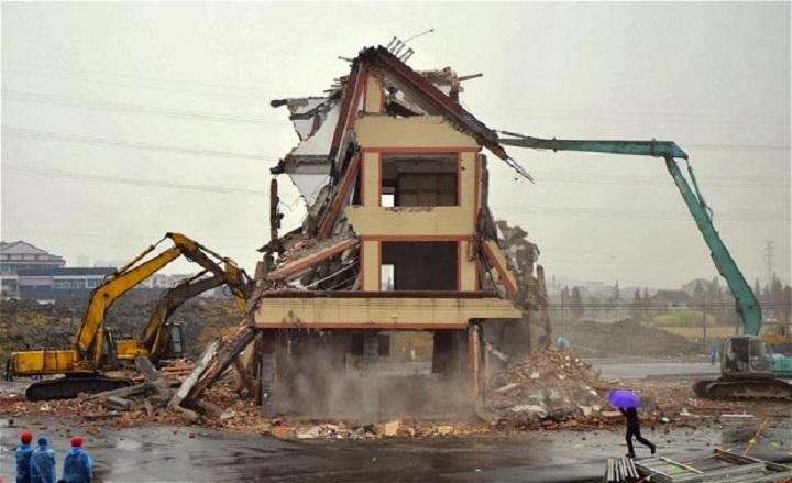 Cum se pot demola cladirile?