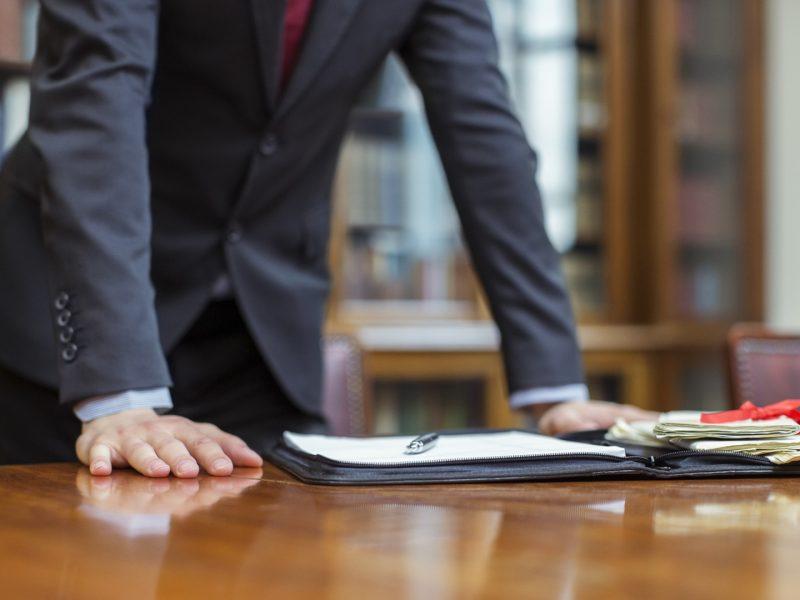 Ce trebuie sa stii cand iti alegi avocatul