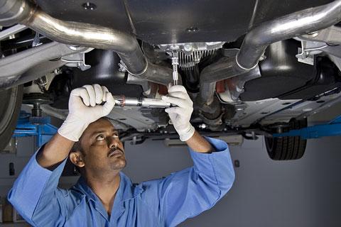 La ce sa va asteptati cand mergeti cu masina in service pentru revizie?