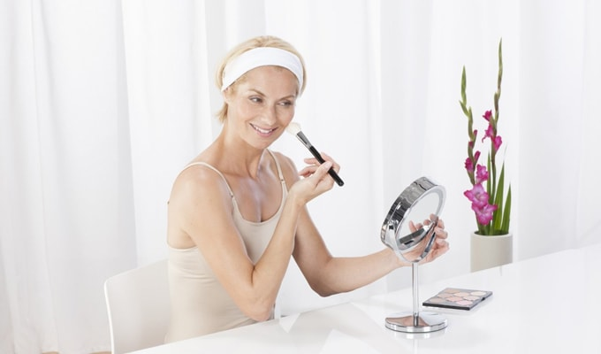 Avantaje ale utilizarii unei oglinzi luminate de machiaj