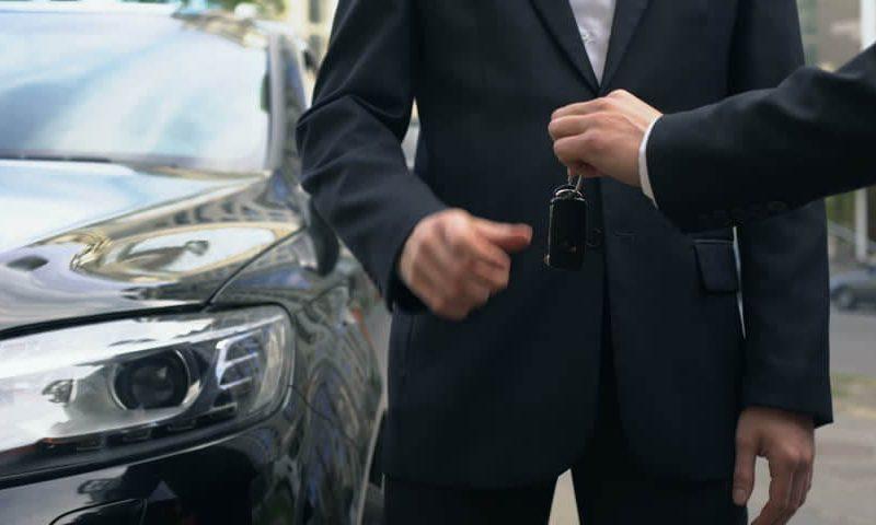 Cine cauta servicii rent a car in Cluj?